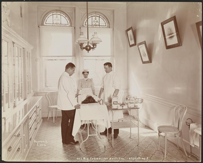 NY_Foundling_Hospital_-_Operating_Room_-_circa_1899_-_Byron_Company_-_MNY25924