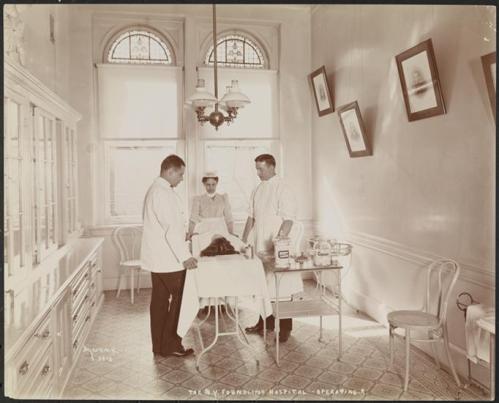 NY_Foundling_Hospital_-_Operating_Room_-_circa_1899_-_Byron_Company_-_MNY25924
